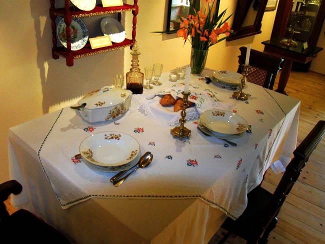 רב הדומה. שולחן שבת|צילום: ויקיפדיה