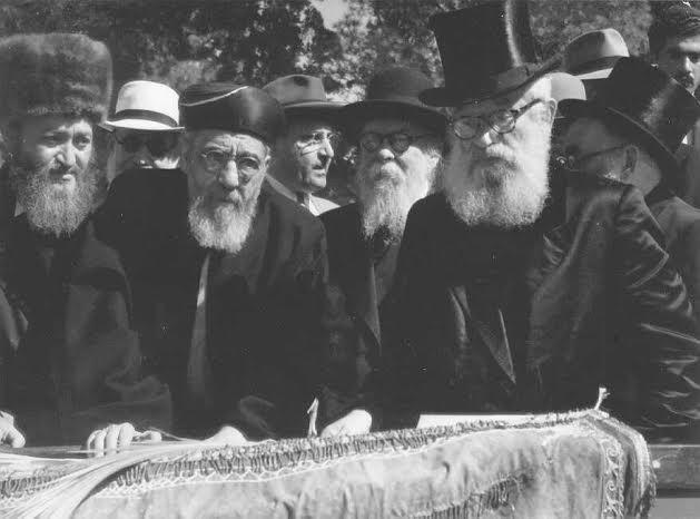 הקהל את העם. הרבנים הראשיים בהקהל שנערך ב-1952|צילום: ארכיון ההסתדרות הציונית