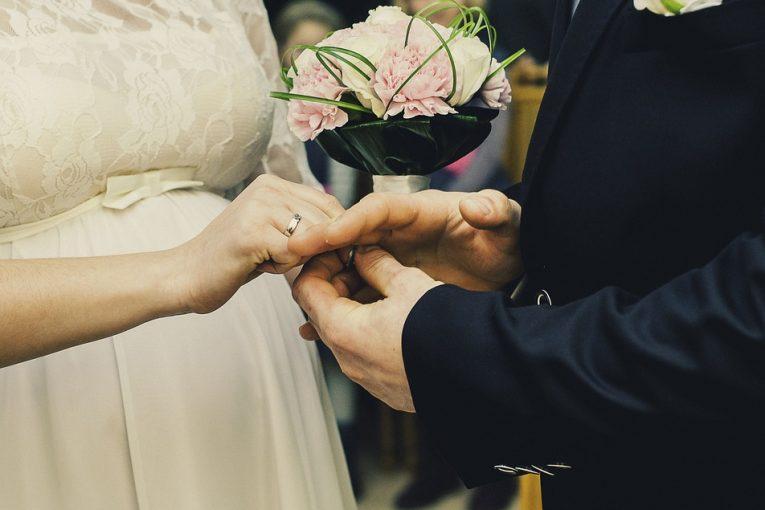 להתחתן או לא להתחתן, ברבנות