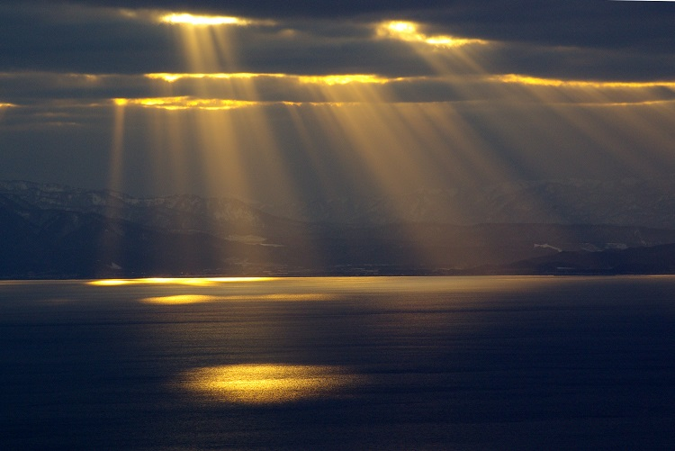 וראשו מגיע השמיימה | צילום אתר ויקימדיה