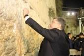 נשיא אוקראינה בכותל: כבוד להיות פה