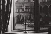 חנוכייה יהודית מול בית המפלגה הנאצית בעיר קיל